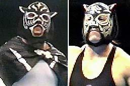 左)黒いピラピラのついた初来日時のマスク。その後何